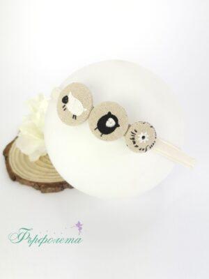 Ръчно изработена диадема с копчета